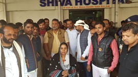 Pappu Yadav Welknown Politician Comes Forward To Rescue Victim Of Hospital Staff & Management