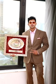 Bollywood Actor Sahil Khan Receives India's Official Fitness ICON Award in Delhi