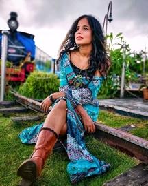 Priya Priyavanda Enter Bollywood Opposite Tiger Shroff
