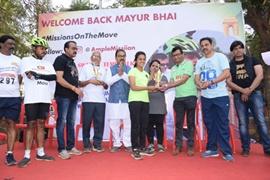 AmpleMissiion Founder Aneel Muraraka, Siddhaanth Murarka Felicitates Mayur Dumasia with MP Gajanan Kirtikar and Swapnil Tembwalkar