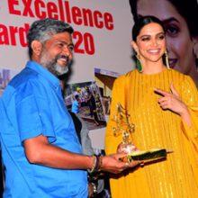 DEEPIKA PADUKONE Give Sunil Kandare Senior PTI PHOTOGRAPHER AWARD At PHOTOGRAPHERS AWARDS FUNCTION At MUMBAI PRESS CLUB