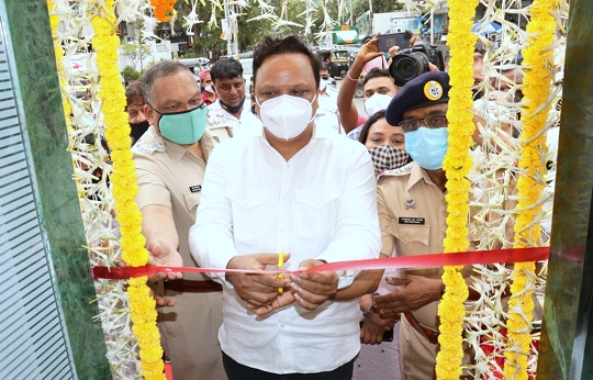 Ashish Shelar Inaugurates Khar Traffic Police Chowky Renovated By Philanthropist Ronnie Rodrigues