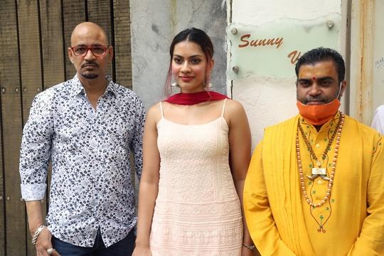 Pujya Karshin Nagendra Ji Maharaj Of  Vrindavan Comes To Mumbai To Give Blessings To Film Miss Msasala Dosa And Team